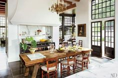 Kitchen - Bobby McAlpine, architect and Ray Booth, interior designer (=)
