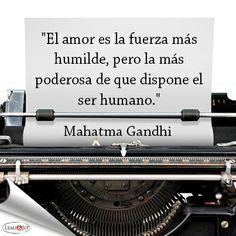 """""""El amor es la fuerza más humilde, pero la más poderosa de que dispone el ser humano."""" Mahatma Gandhi #frase"""