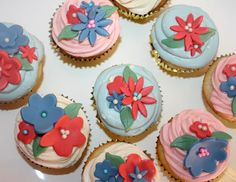 Flower Cupcakes - Cream Cheese and Fondant Topping