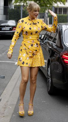 Celebs Wearing Florals — PICS Taylor Swift in wahnsinnig elegantem Kleid Taylor Swift Legs, Estilo Taylor Swift, Taylor Swift Outfits, Taylor Swift Style, Taylor Swift Pictures, Taylor Alison Swift, Red Taylor, Taylor Swift Clothes, Taylor Swift Fashion