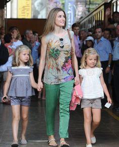 Vacaciones de los Principes de Asturias Felipe y Letizia con sus hijas las Infantas Leonor y Sofía en Mallorca. 8 de agoato de 2012.