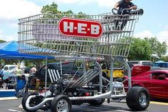 Giant shopping cart ferries people in Texas - The behemoth of a H-E-B shopping cart has caught the eyes of the residents at the southern state, and just to get a better idea on the local context, here is a stripped down description. Basically, H-E-B is a supermarket chain which relies on a Texas-sized shopping cart to roll down the street, making sure that such a loud form of advertising and promotion will be able to attract the attention of folks in town.