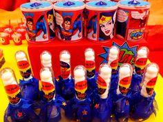 Super Homem e Mulher Maravilha é uma ótima sugestão de tema para um casal de gêmeos ou para quem tem um menino e uma menina aniversariando no mesmo mês.