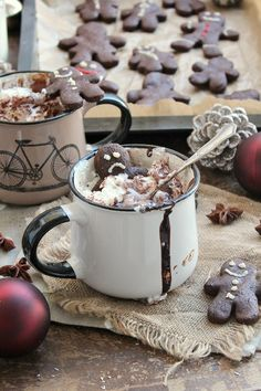 Sweet, aromatic gingerbread with a healthy twist! Plus a recipe for the best vegan hot chololate you'll ever try. So velvety and smooth! Plain Cookies, Fancy Cookies, Cookie Recipes, Dessert Recipes, Christmas Treats, Christmas Time, Vegan Sweets, Gingerbread Man, Vegan Chocolate