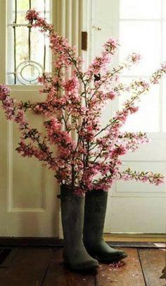 gebrauchte gegenstände gummi stiefel pfirsichblüten