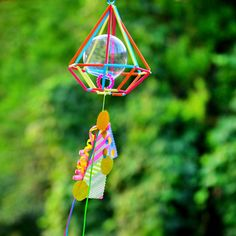 ヒンメリの中に風鈴を。  音のなる素材と組み合わせれば、風に揺られて心地よい音が。