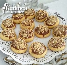 Krem Şantili Kurabiye Tarifi Donut Recipes, Easy Cake Recipes, Moroccan Desserts, Cream Cheese Cupcakes, Chocolate Oatmeal Cookies, Baked Donuts, Decadent Chocolate, Turkish Recipes, Bakery