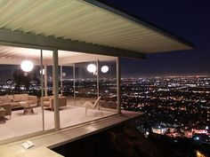 Los Angeles is full of fantastic residential architecture in styles running all over from Spanish Colonial Revival to Streamline Moderne. But the modernist Case Study Houses, sponsored by Arts &. Hollywood Hills, Residential Architecture, Art And Architecture, Beautiful Architecture, Stahl House, Pierre Koenig, Apartment View, Apartment Ideas, House Map