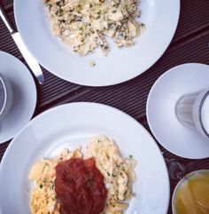 Looking for truffled scrambled eggs or scrambled eggs with melted tomatos? The 3 Tageszeiten in Winterhude has a delicious breakfast menu, at weekends until 4 p.m.!