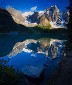Moraine Lake  Banff  Alberta  Canada