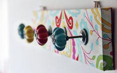 Palette, papier peint ou peinture, poignées de porte