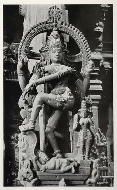 Shiva Nataraja, within the Great Temple of Madurai; a photogravure by Alfred Nawrath, 1938 Buddha Sculpture, Stone Sculpture, Sculpture Art, Nataraja, Ancient Indian Art, Ancient Art, Om Namah Shivaya, Hindu Statues, Shiva Statue