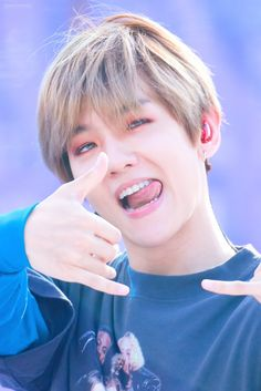 i adore this guy Baekhyun Chanyeol, Exo Kai, Kpop Exo, Chanbaek, Exo Ot12, K Pop, Luhan And Kris, Baekhyun Wallpaper, Exo Lockscreen