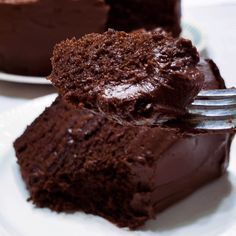 There's nothing fancy about this homemade chocolate cake recipe – just basic ingredients and a killer flavor that will have you begging for seconds. This easy recipe uses coffee (to enhance the chocolate flavor) and oil instead of butter (to make a moist, Chocolate Cake Video, Best Chocolate Cake, Chocolate Recipes, Chocolate Buttercream, Buttercream Frosting, Decadent Chocolate, Homemade Chocolate Cake Easy, How To Make Chocolate Cake Recipe, Chocolate Birthday Cakes