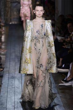 Sfilata Valentino Paris - Alta Moda Autunno-Inverno 2012-13 - Vogue