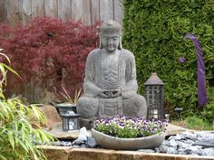 How To Create A Zen Garden - http://www.gardenpicsandtips.com/how-to-create-a-zen-garden/