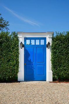 Painting your front door is the easiest way to add instant curb appeal. Here are 30 front door colors and ideas for the prettiest house on the block. Front Door Paint Colors, Painted Front Doors, Front Door Decor, Porches, Best Front Doors, Decoration Ikea, Layout, Shop Front Design, Curb Appeal