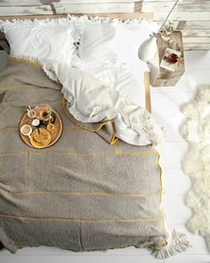 I would live in this bed...I would never come out.  Love the ruffles on the sheet set.