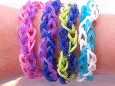 This video show you how to make a zig zag honeycomb Rainbow Loom Bracelet - Easy