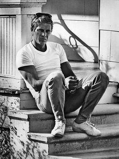 Steve Mcqueen jeans e camiseta branca