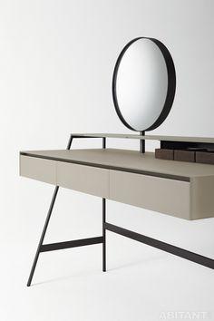 Столик с поворотным круглым зеркалом