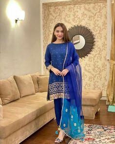 Stylish Dresses For Girls, Wedding Dresses For Girls, Simple Dresses, Blue Dresses, Casual Dresses, Girls Dresses, Wedding Outfits, Pakistani Fashion Party Wear, Pakistani Dress Design