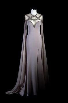 Your Guide To Buying Evening Dresses Online - Effies Tarik Ediz 93251 - Effie's Boutique Evening Dresses, Prom Dresses, Formal Dresses, Pretty Outfits, Pretty Dresses, Fantasy Gowns, Look Girl, Medieval Dress, Mode Outfits