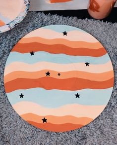 Diy canvas art 681310249864760716 - Behind The Scenes By molliehobbie Source by thecustommovement painting ideas diy easy Simple Canvas Paintings, Easy Canvas Art, Small Canvas Art, Mini Canvas Art, Cute Paintings, Diy Canvas, Sorority Canvas Paintings, Easy Canvas Painting, Drawing On Canvas