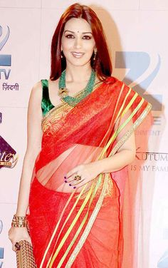 Sonali Bendre wearing classic jewelry by Anmol Jewellers at the recently held Zee Rishtey Awards by ZEE TV