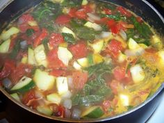 Weight Watchers Italian Zero Points Soup Recipe  Put escarole, garlic, onions, spinach, zucchini, red pepper, fennel bulb, vegetable broth, diced tomatoes, red pepper flakes, thyme and oregano into a large soup pot; stir to combine. Cover and bring to a boil over high heat. Reduce heat to low, and simmer, partly covered, for about 10 minutes. Stir in salt, black pepper, parsley and basil. Serve.