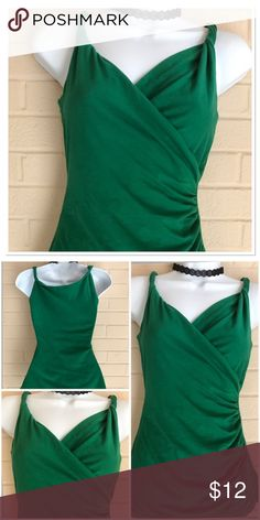 Banana Republic Top Emerald Green Stretch Tank Top with figure flattery Rousing 92% Cotton 8% Spandex Banana Republic Tops Tank Tops