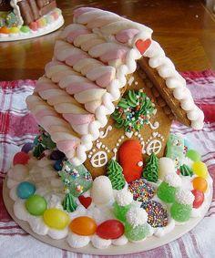 73 DIY Small Christmas Gingerbread House Cookies for Kids Cool Gingerbread Houses, Gingerbread House Designs, Gingerbread House Parties, Gingerbread Decorations, Christmas Gingerbread House, Christmas Sweets, Christmas Candy, Christmas Baking, Gingerbread Cookies