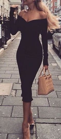 Such class in this off the shoulder LBD. Never thought I ll see this kind of class in the modern days but this dress has proved otherwise. Makes me want to be in a classic movie back in the 60s