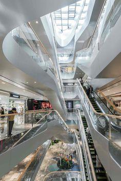 UNStudio завершает строительство огромного комплекса Raffles City Ханчжоу с витыми стеклянными башнями