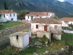Βρύση Greece, Cabin, Traditional, Architecture, House Styles, Home Decor, Greece Country, Arquitetura, Decoration Home