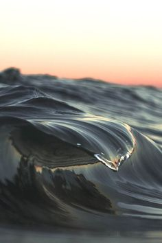 Awesome Ocean Wave And Surfing Photography Ideas You've Seen Before Cool Pictures, Cool Photos, Beautiful Pictures, Water Waves, Ocean Waves, Sea And Ocean, Ocean Beach, Beautiful World, Beautiful Places