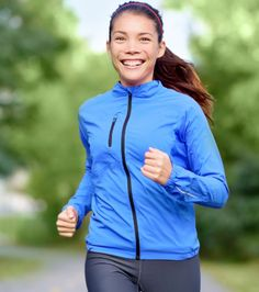 Learn how to prevent foot injuries if you run and have flat feet Flat Feet, Foot Pain, Runners, Flats, Jackets, Women, Fashion, Toe Shoes, Down Jackets