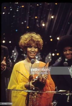 Aretha Franklin at the 1976 American Music Awards January 31 1976 Music Icon, Soul Music, Music Is Life, American Music Awards, Detroit Michigan, Vintage Black Glamour, Aretha Franklin, Star Wars, Soul Sisters