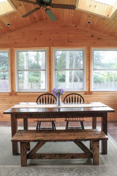 Free build plans on how to build a farmhouse table with removable legs. When your farmhouse table DIY has removable legs you can easily move it when needed! Kitchen Table Legs, Wood Table Legs, Dining Room Table, Wood Tables, Diy Kitchen, Kitchen Island, Outdoor Farmhouse Table, Farmhouse Table Plans, Farmhouse Style