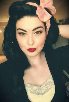 Dark Rockabilly Hair and Makeup :: Style rétro :: Coiffure et maquillage vintage :: Pin up girl - - Rockabilly Look, Rockabilly Fashion, Rockabilly Makeup, Pinup Girl Makeup, Rockabilly Ideas, Retro Hairstyles, Wedding Hairstyles, Pin Up Hairstyles, Cabello Pin Up