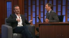 Todos los derechos para Late Night with Seth Meyers. This video is just used by fans because we love Michael Fassbender and his job.
