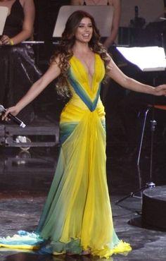 brazilian singer Paula Fernandes,dress by Patricia Nascimento