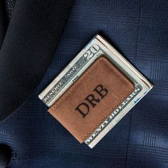 Practical and sophisticated, this personalized leather magnetic money clip is a gift that your groomsmen will appreciate and use for years to come.