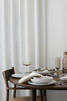 Order securely and comfortably Tableware, glasses & cutlery in the Blomus Onlineshop. Enjoy the wide range ✓ best quality ✓ directly from the manufacturer ✓ ▻ Blomus Onlineshop Nordic Design, Modern Design, Mourning Dove, White Wine Glasses, How To Make Drinks, Japanese Tea Ceremony, Champagne Flutes, Dinner Table, Soft Furnishings