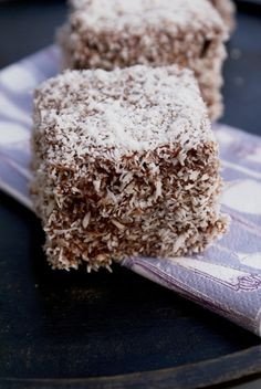 Croatian lamingtons or Cupavci are made with sponge cake, custard, chocolate and… – Elma Haurdic – macedonian food Albanian Recipes, Bosnian Recipes, Croatian Recipes, Bosnian Food, Hungarian Recipes, Köstliche Desserts, Delicious Desserts, Yummy Food, Croatian Cuisine
