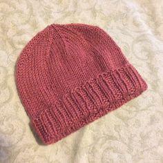knitting hat Ravelry: Very Basic Easy Knit Hat pattern by Beth P Knit Hat Pattern Easy, Easy Knit Hat, Beanie Pattern Free, Knit Hat For Men, Knitted Hats Kids, Knit Hats, Baby Hat Knitting Patterns Free, Hand Knitting Yarn, Baby Hat Patterns