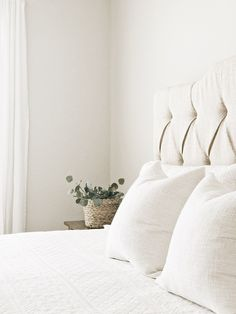 house y favorite neutral paint colors and stains - Agreeable grey Ivory Paint Color, Behr Paint Colors, Neutral Paint Colors, Bedroom Paint Colors, Paint Colors For Home, Grey Paint, Wall Colors, Anew Gray, Agreeable Gray