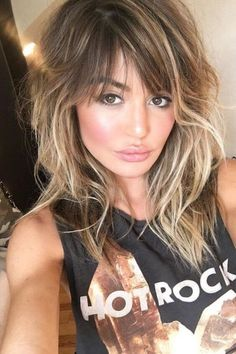 60 Ways to Wear Layered Hair in 2019 60 Ways to Wear Layered Hair in 2019 – Page 2 – BelleTag – Farbige Haare Layered Hair With Bangs, Bobs For Thin Hair, Long Hair With Bangs, Long Wavy Hair, Medium Long Hair, Medium Hair Styles, Curly Hair Styles, Haircuts For Curly Hair, Hairstyles With Bangs