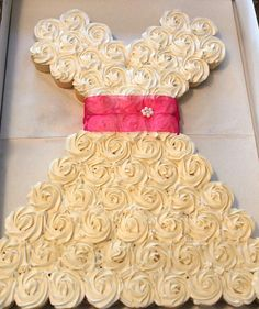Cupcakes! Such a cute idea for bridal shower!
