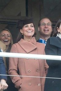 Kate Middleton, Zara Tindall, the Queen and other royals enjoying Cheltenham Races - Photo 8 Princess Anne, Princess Margaret, Royal Princess, Duchess Of Cornwall, Duchess Of Cambridge, Captain Peter Townsend, Autumn Phillips, Zara Looks, Mike Tindall